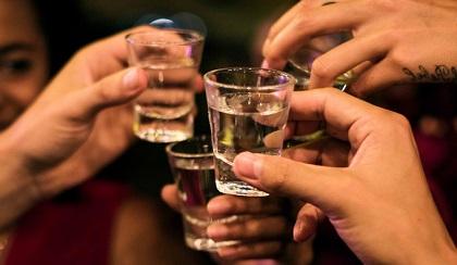 Uống bao nhiêu rượu sẽ viêm gan?